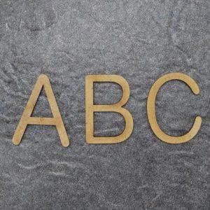 Holzgrossbuchstaben A.R. Design